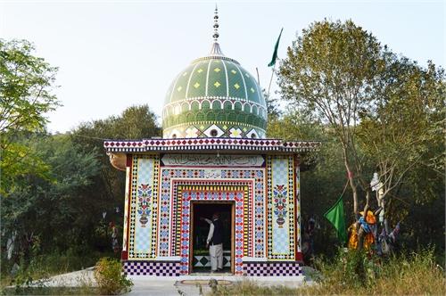 Album 18 - Photographs of Ziarat e Aulia... by Qadri, Iftakhar Ahmad, Hafiz